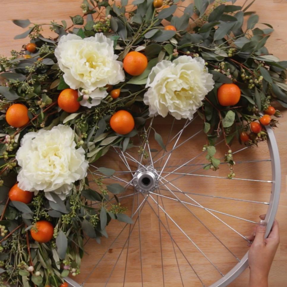 Photo of Come realizzare una ghirlanda boema usando una ruota da bicicletta