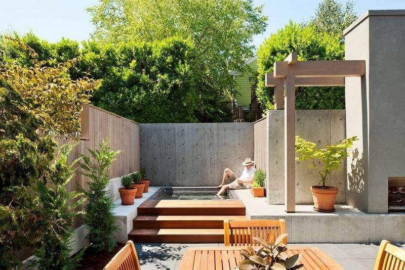 kleiner garten mit holzzaun und betonmauer von den nachbarn, Garten und erstellen