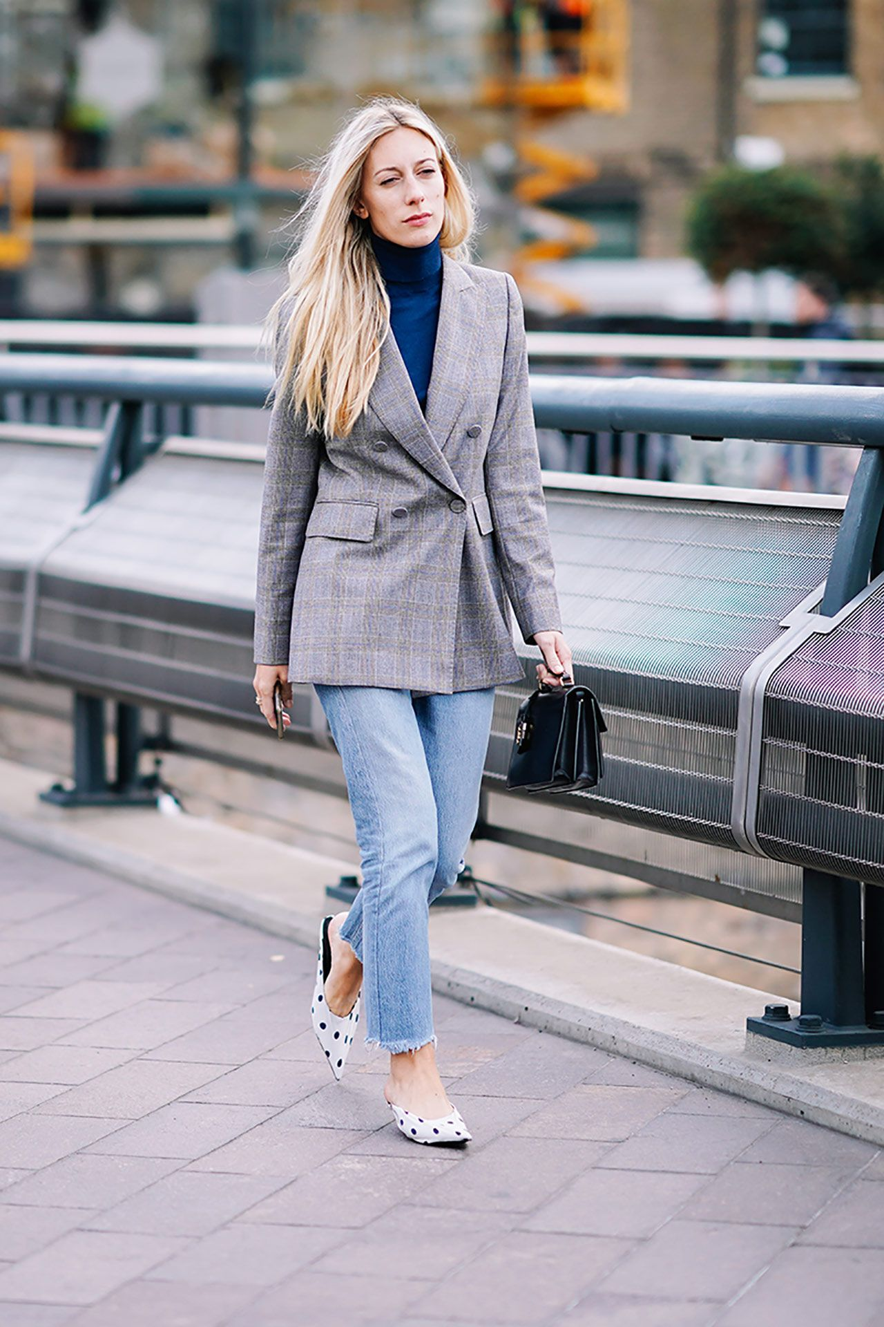 British Girls Are Obsessed With This Fall Trend Street Style Outfits Urban London Fashion Week Street Style Blazer Fashion