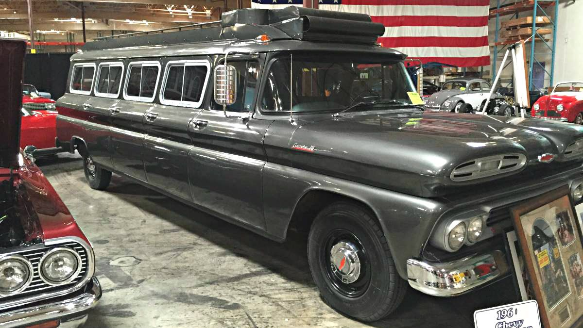 Tv star hauler 1961 chevrolet suburban carryall http barnfinds com