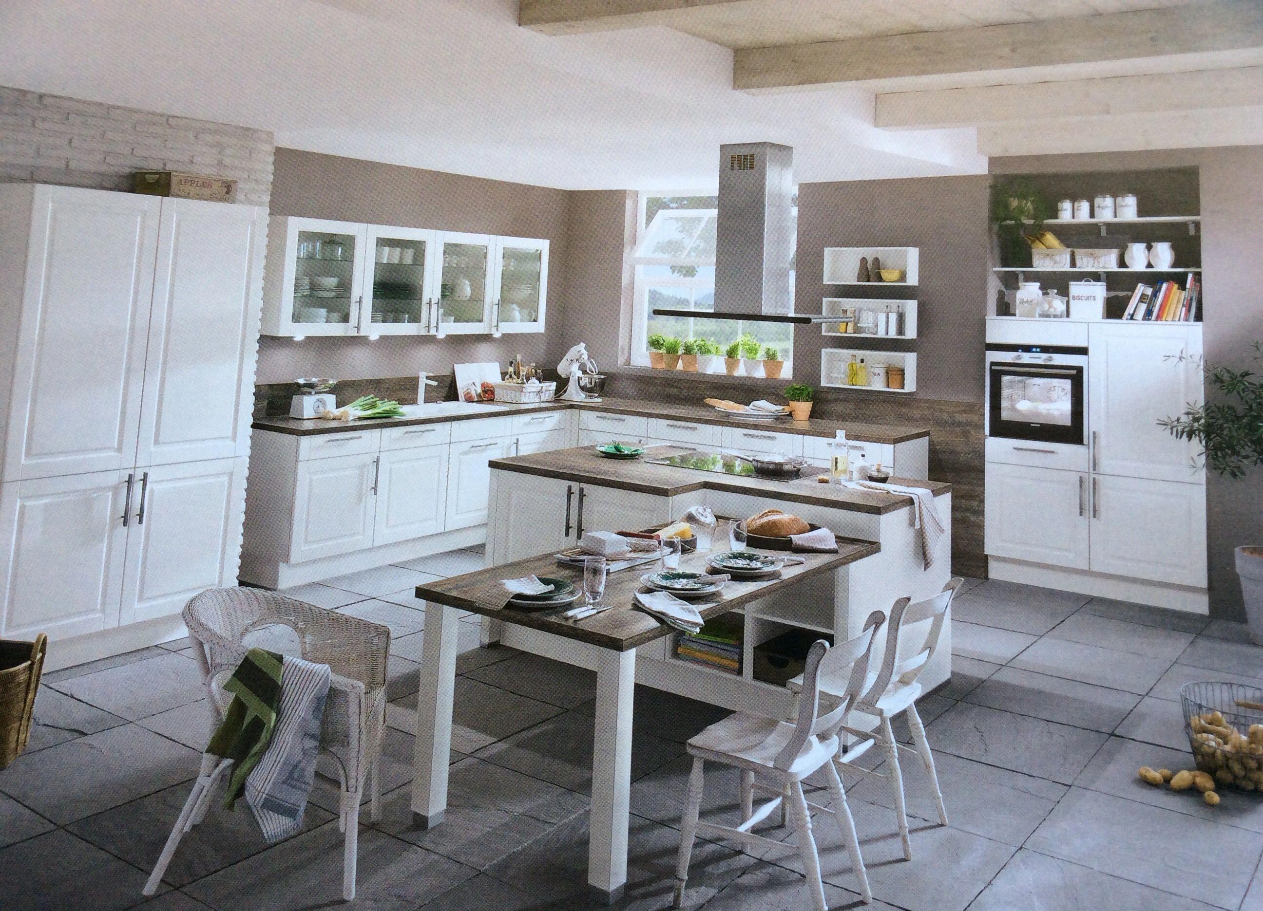 La Idea De La Mesa A Continuacion De La Isla Para Cocinas Pequenas Esta Muy Bien Reformarcasa Home Decor Home Decor