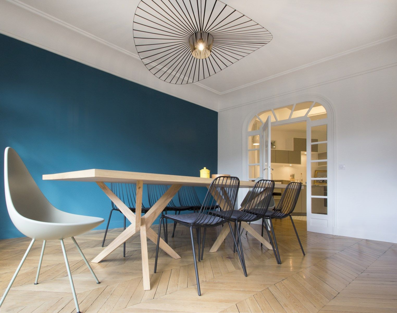 Drop chair table jane rochebobois suspension vertigo petite friture mur bleu r novation d - Suspension style vertigo ...