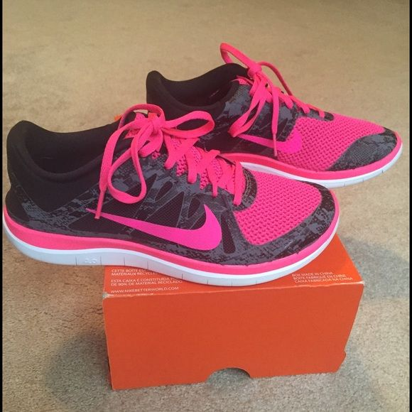 watch ef884 7ed4d Nike Free 4.0 V4 So cute and perfect for running! The barefoot-like ride