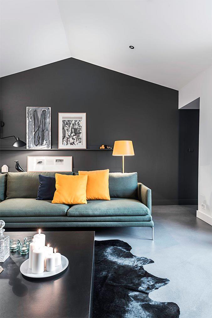 salon contemporain avec peinture noire canap italien et touche de couleur jaune - La Couleur Grise Se Marie Avec Quelle Couleur