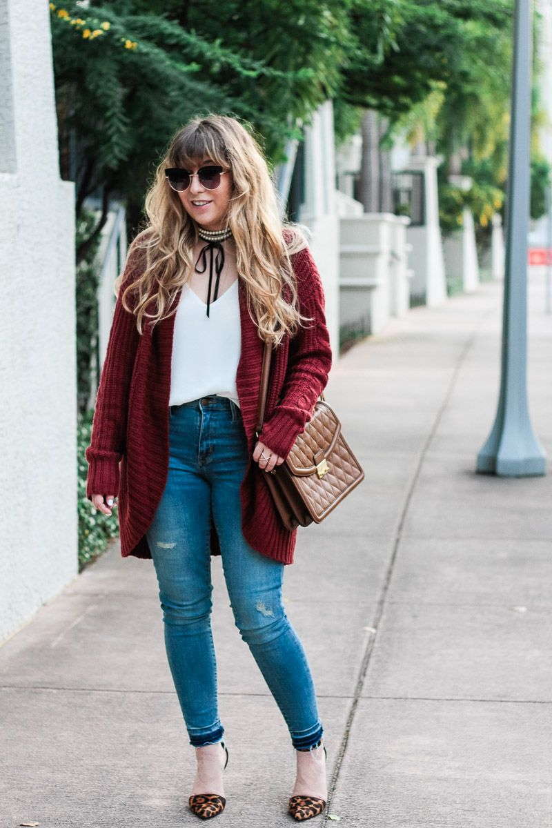 39a1356293 Fashion blogger wearing jeans with a boyfriend cardigan. Find this Pin and  more on Fall + Winter Outfit Ideas by Stephanie Pernas    A Sparkle Factor.