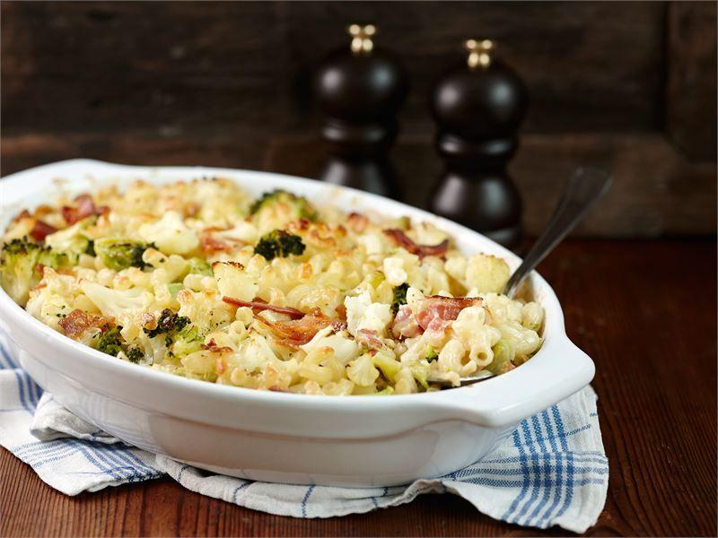Makaronilaatikko on monien herkkuruokaa. Sen valmistaminen arkena on kuitenkin aikaa vievää. Tällä ohjeella valmistat herkullisen ja hiukan erilaisen makaronivuoan nopeammin.