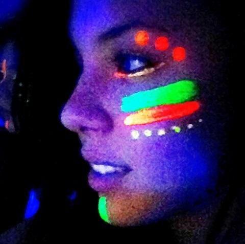 Como fazer tinta Neon - 4 passos | Como fazer tinta neon, Tinta neon,  Pintura neon