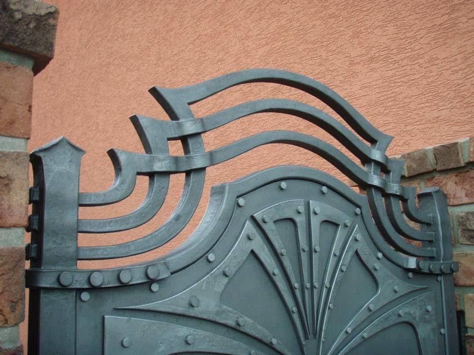Pin de carlos medrano en puertas y portones pinterest - Puertas metalicas jardin ...