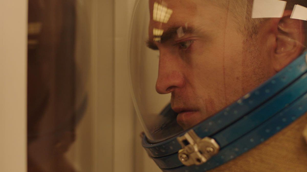 First image robert pattinson in claire denis high life