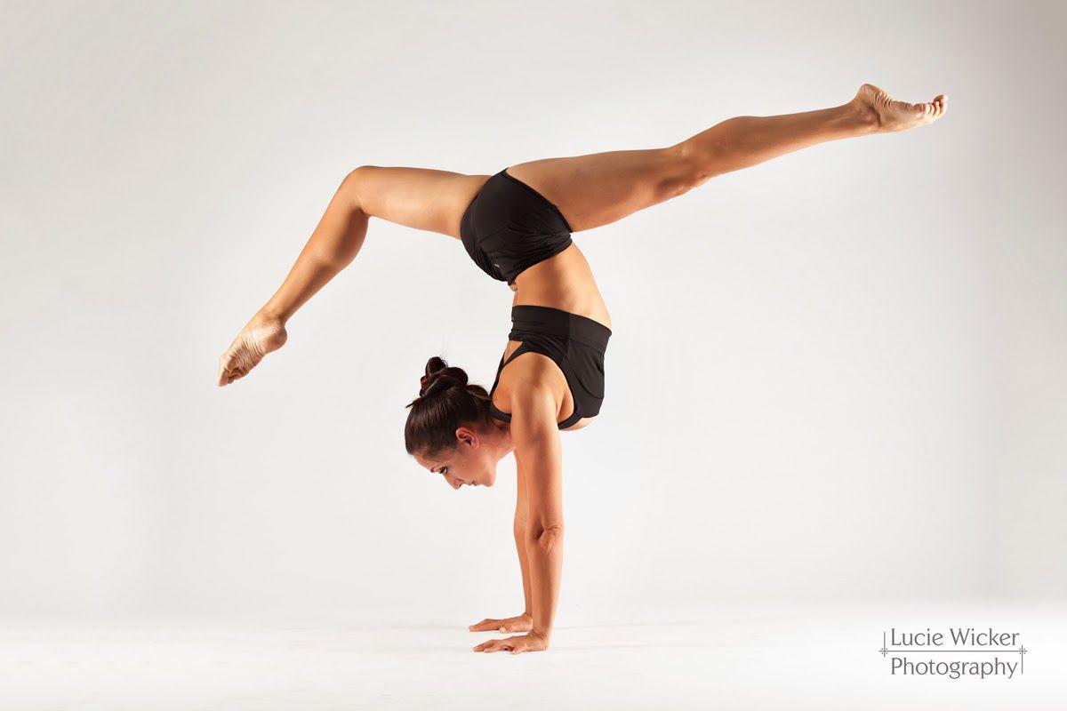 Http 3 Bp Blogspot Com Erwz Joiplc Um 80svitbi Aaaaaaaag2y Vxxjpx2kmk8 S1600 Erica 0283 Jpg All Yoga Poses Yoga Photography Yoga Poses Chart