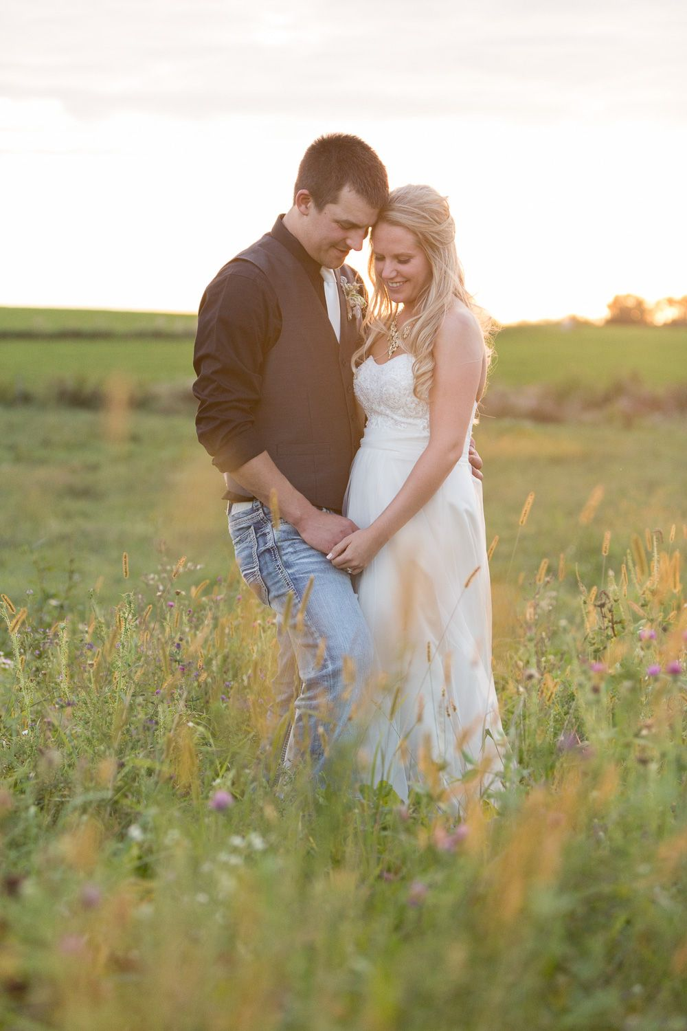 Photography Bride And Groom Photos Professional Wedding Photographer Golden Hour Photography