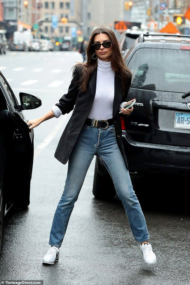 Emily Ratajkowski braves the NYC rain in her $135 Inamorata blazer