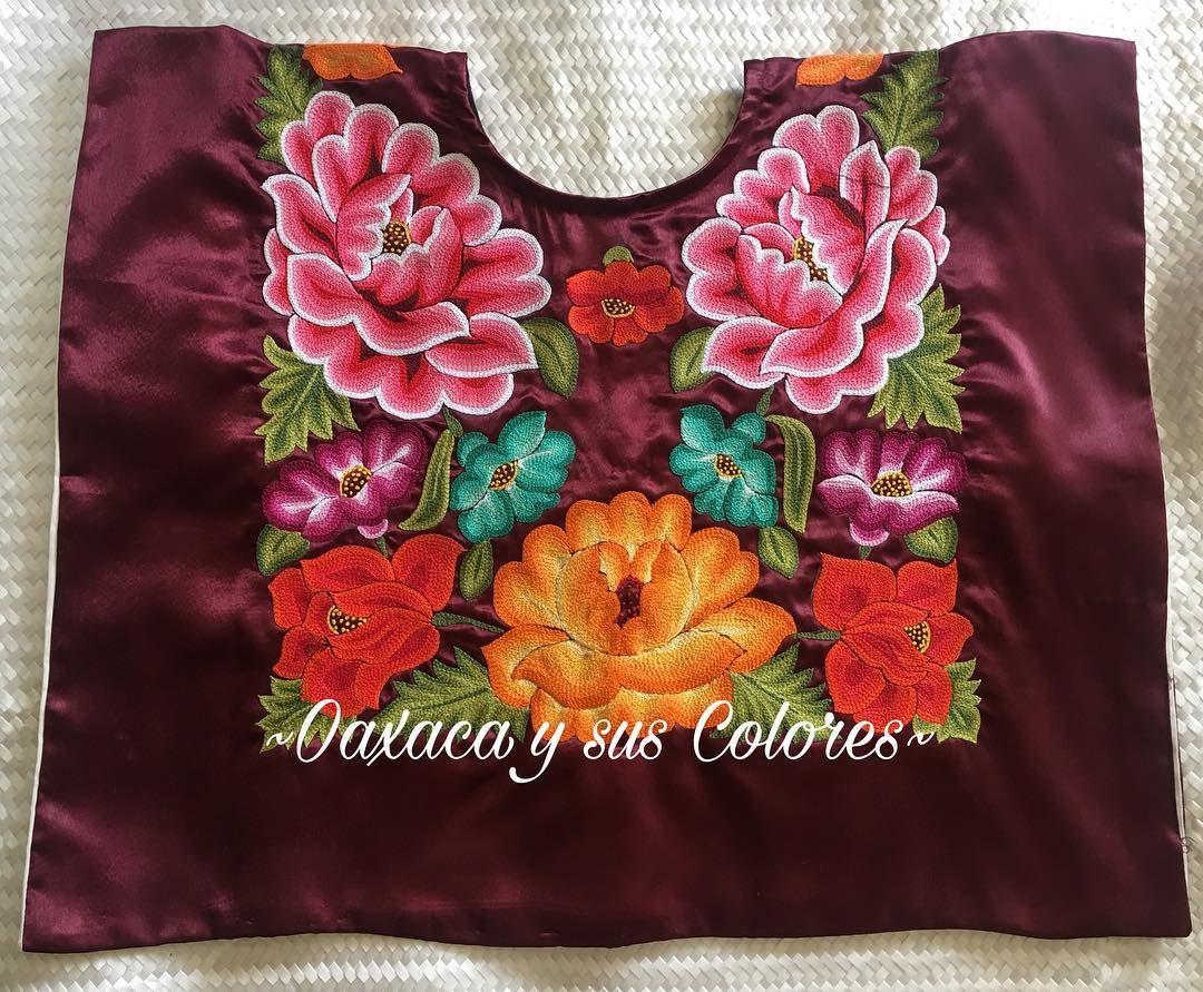Bellísimo huipil en color vino, con flores de colores bordadas a ...
