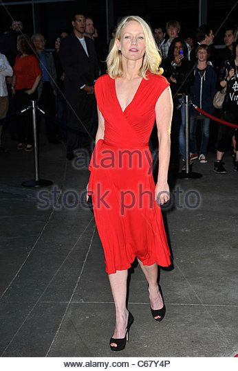 paula-malcomson-at-arrivals-for-sons-of-anarchy-season-three-premiere-c67y4p.jpg (346×540)