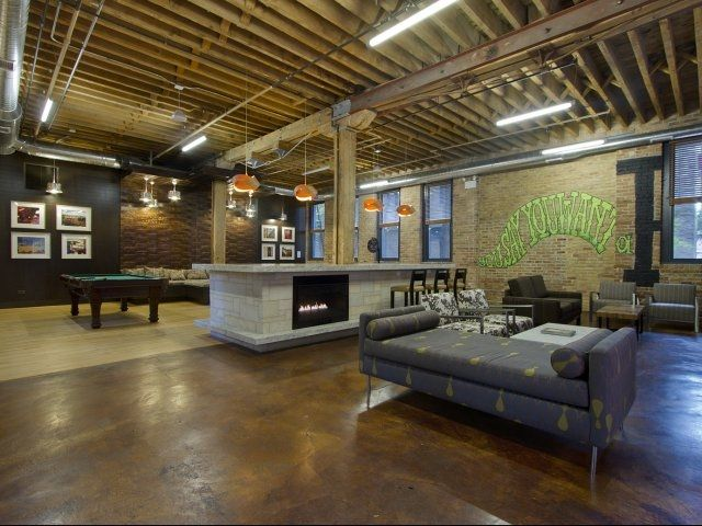 Cobble Square Loft Apartments In Old Town Chicago Club