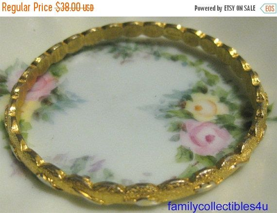 20% CIJ Vintage Trifari Brushed Gold Tone by familycollectibles4U