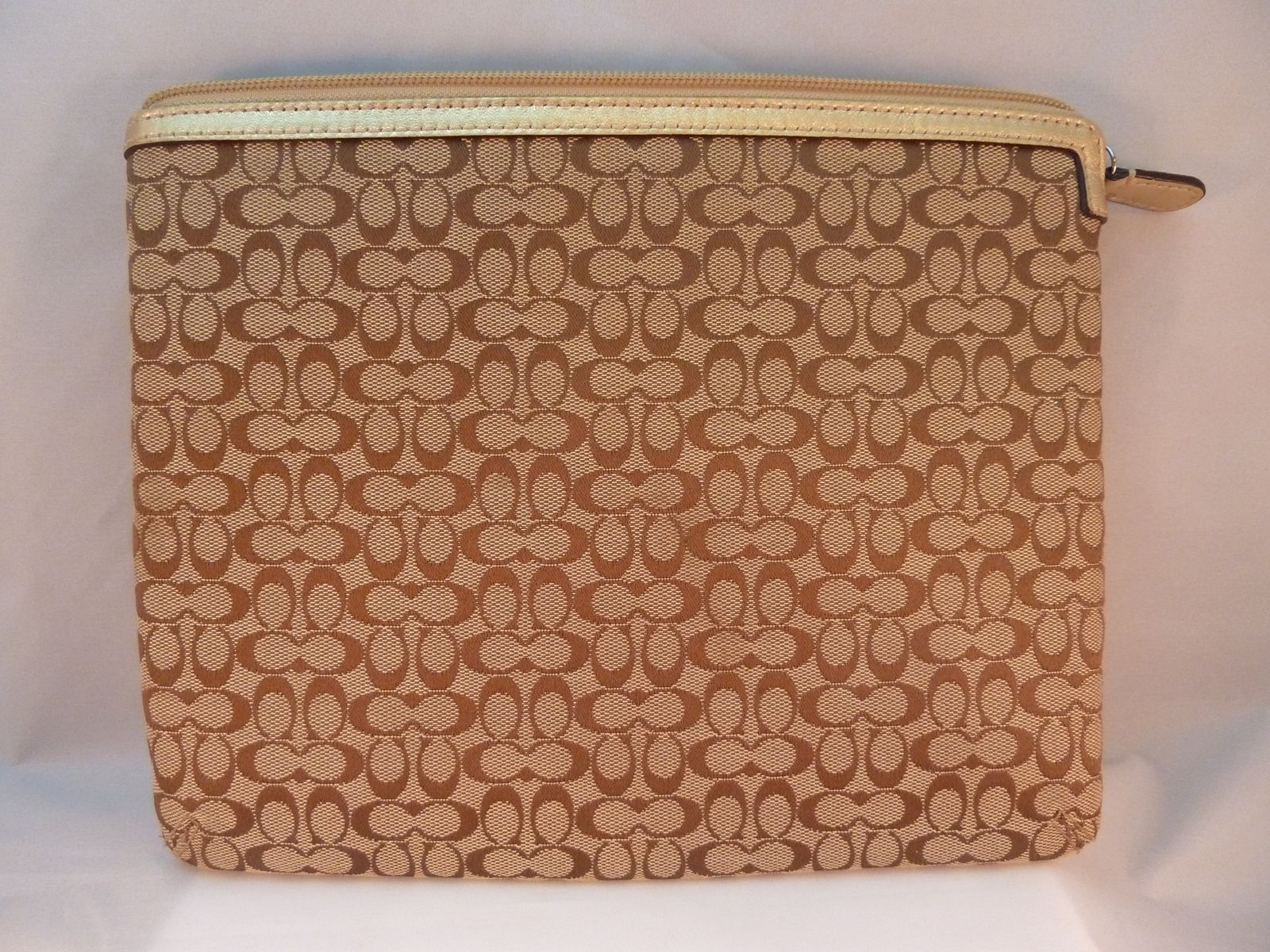Coach iPad Tablet Zip Cover / Case / Sleeve 10.5 Inch Beige Jacquard C Design