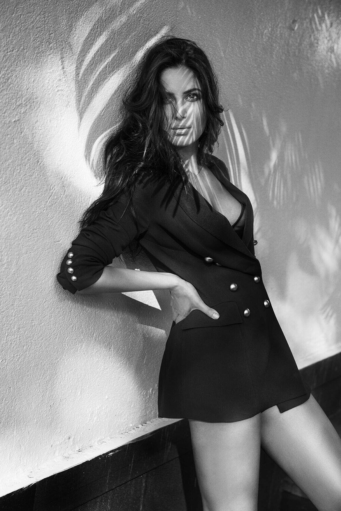 Holdem Celebrity: Katrina Kaif does a Salman khan