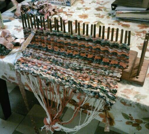 Plans For Rag Rug Loom: Peg Weaving (For Material, You Can Use Old Cloths And