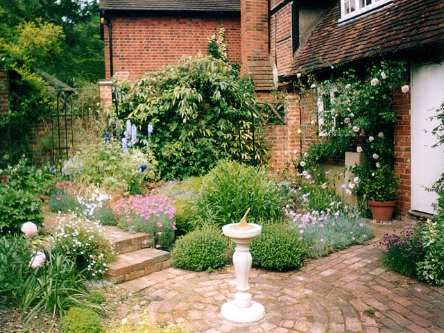 Victorian gardens victorian cottage garden victorian for Backyard cottage plans