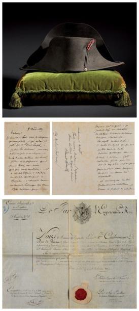Légendaire chapeau de l'empereur Napoléon Ier, de forme traditionnelle dite à la française, en feutre dit en castor noir, orné: - d'une cocarde blanche, bleue et rouge au centre, (refaite postérieurement),… - Osenat - 16/11/2014