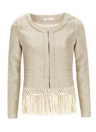 Mooi afgewerkt jasje met ronde hals enspeelse franjes aan de onderkant voor een gipsy look. Ritssluiting aan de voorkant.