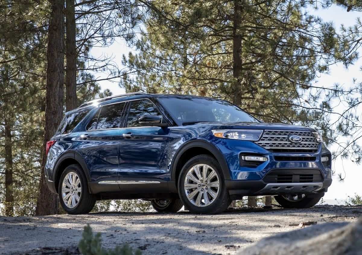 The Ford Explorer Is Capable Comfortable Sporty And Roomy 2020 Ford Explorer Ford Explorer Ford Suv
