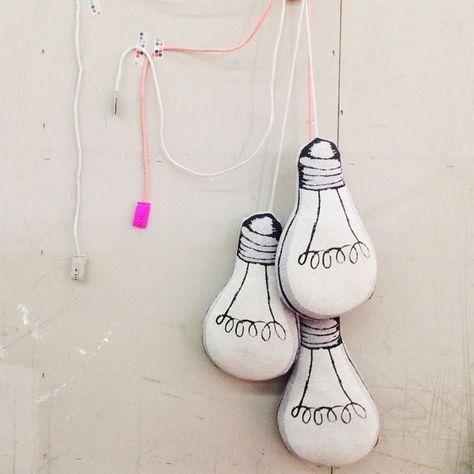 http://www.mamidecora.com/complementos-cojines-originales-fluorescentes.html                                                                                                                                                                                 Más