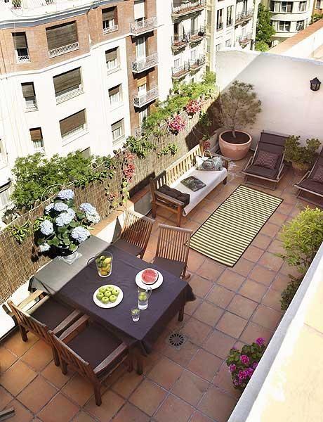 Un piso con mezcla de estilos y materiales favorite places spaces pinterest terrazas - Decorar terrazas aticos ...