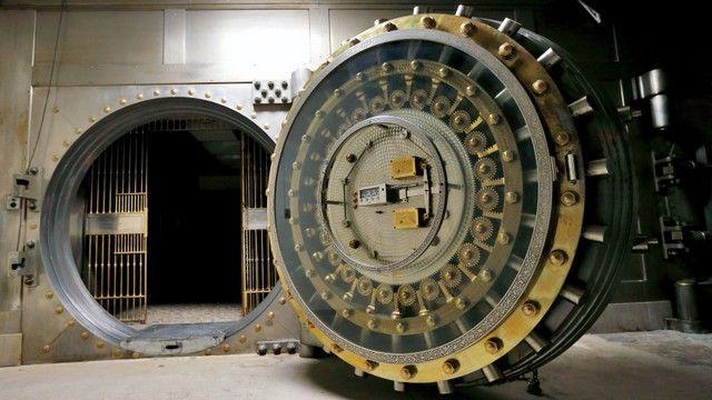 Bank Vault Door For Sale Vaults Safes And Locks Pinterest