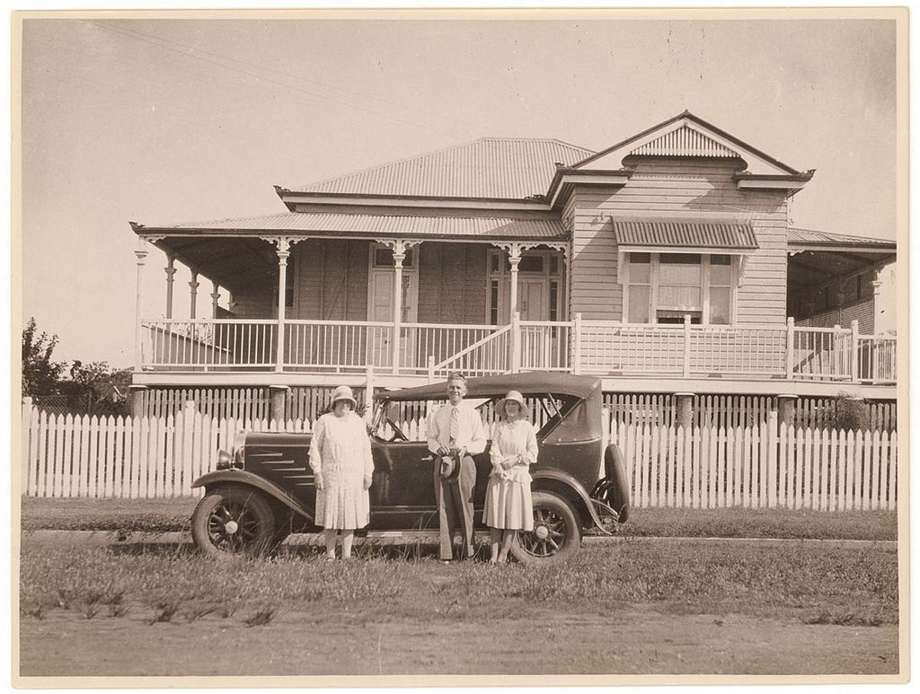 Queenslander house and car ca 1930 photographer sam for Queenslander home designs australia