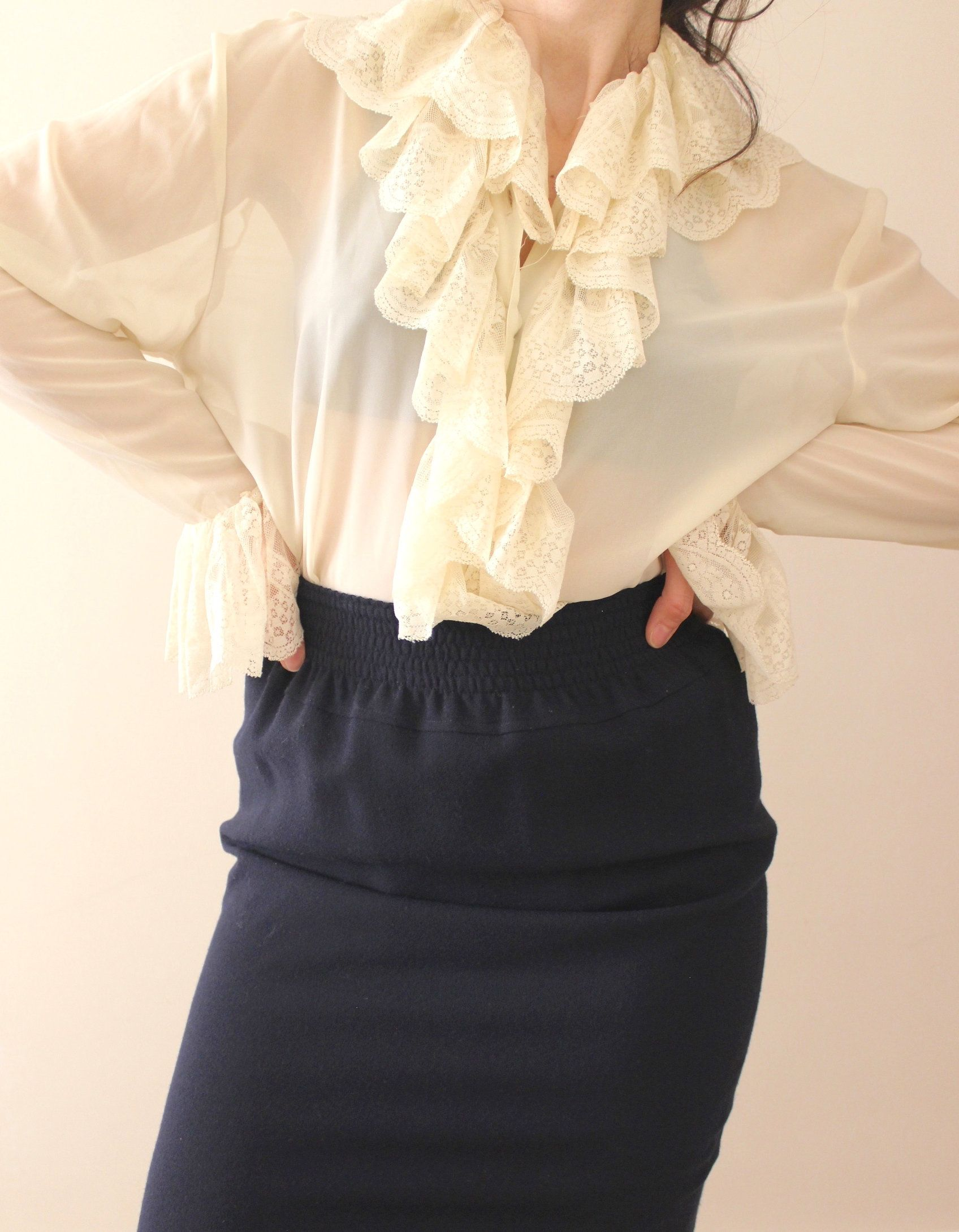 Vintage 80s white blouse with lace collar and short lace sleeves M-L size.