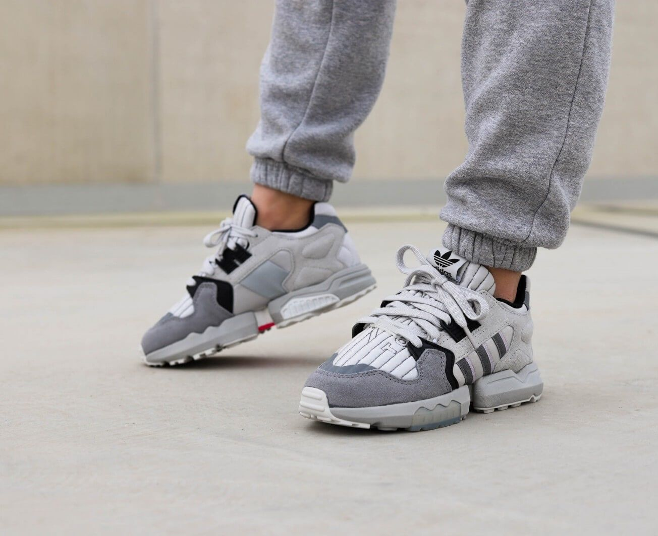 Hablar en voz alta James Dyson Suburbio  adidas Originals ZX Torsion | Cute shoes, Sneakers, Nice shoes