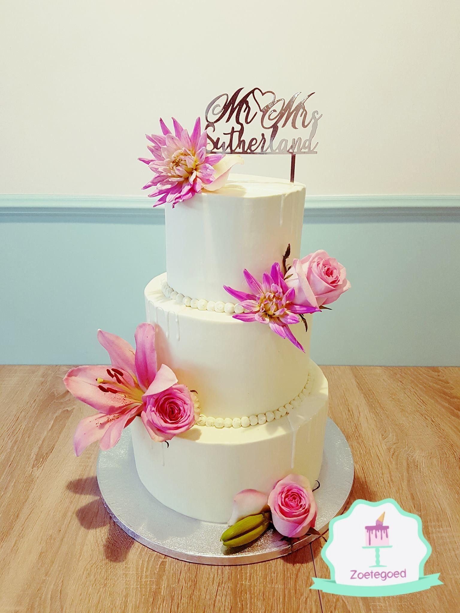 White With Pink Flowers Wedding Cake Wedding Cake Design