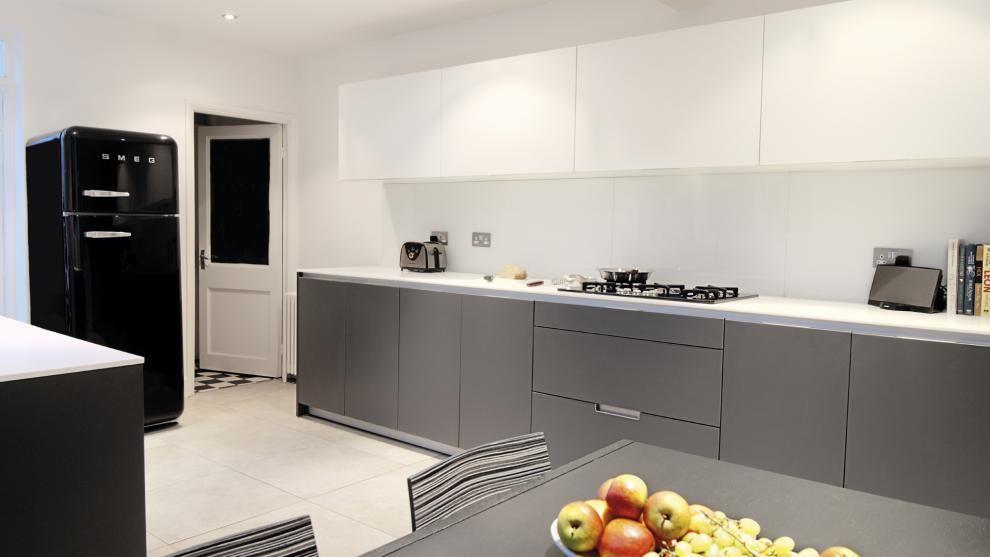 Vivienda equipada con el modelo de cocina MINOS gris antracita de