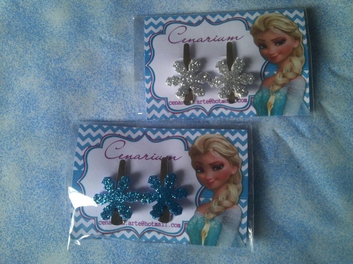 Presilha Floco de Neve da Elsa - Frozen Disney. <br>Valor referente à 2 presilhas na embalagem. <br>Este produto estará disponível para envio à partir do dia 10/7/15. <br>=== PRODUTO SEM ESCOLHA DE MODELO === <br>Boas Compras! <br>Paola Correa