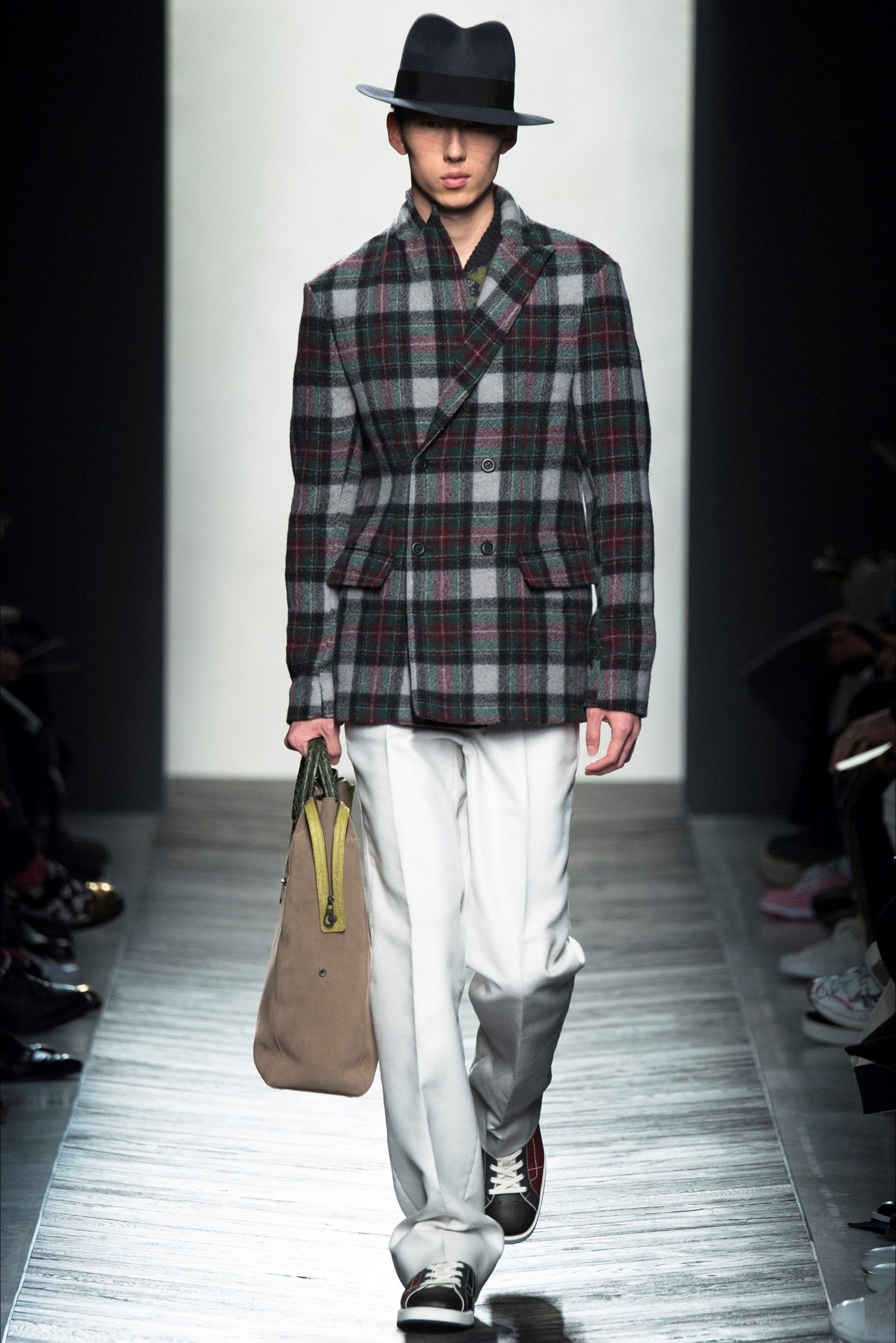Sfilata Moda Uomo Bottega Veneta Milano - Autunno Inverno 2016-17 - Vogue 8fd524aa5bc