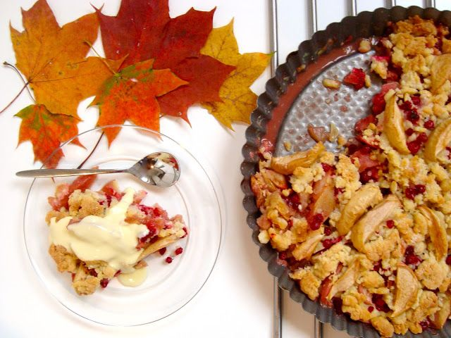 Lingonberry and apple crumble
