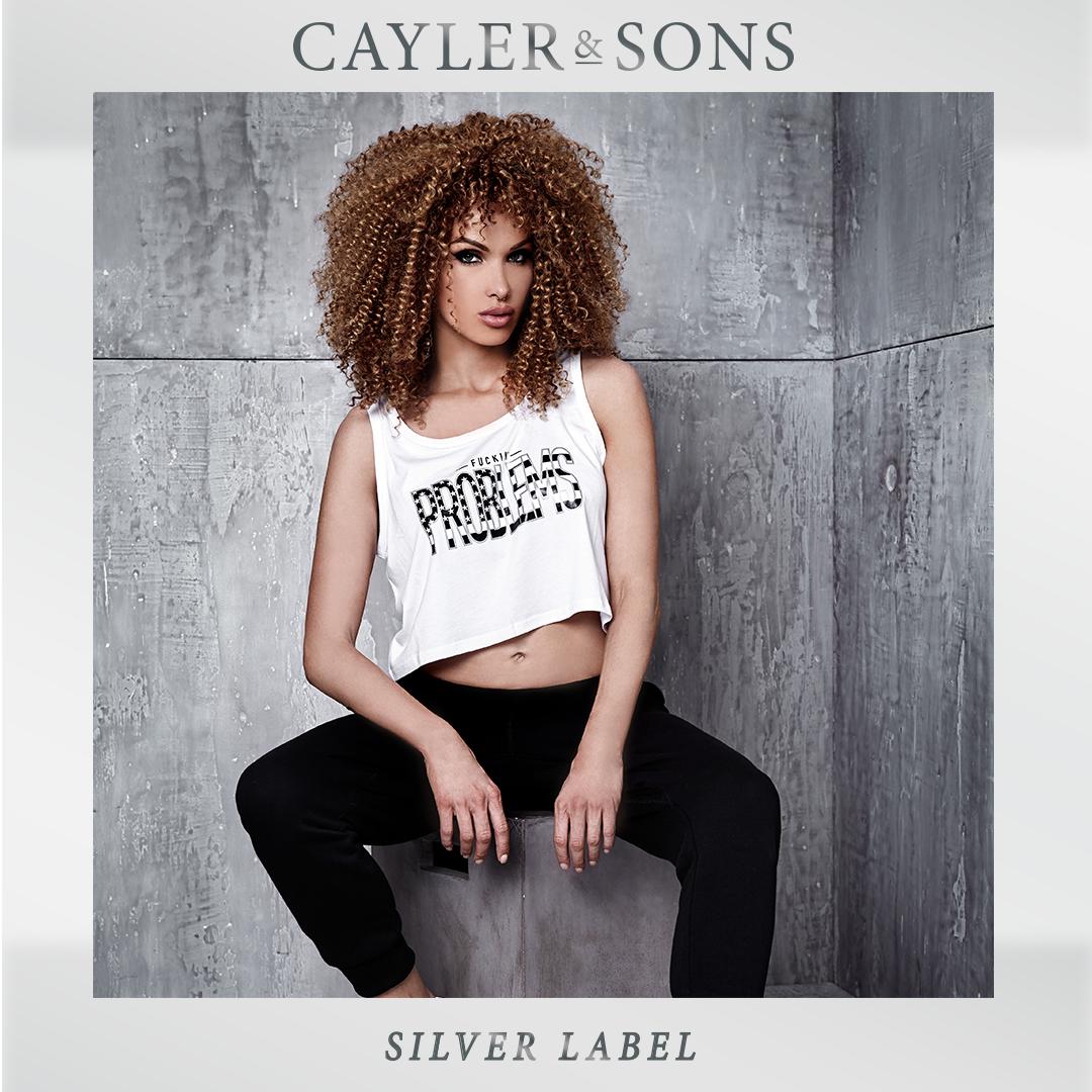 Mädels, aufgepasst! Unsere Bro's von Cayler & Sons haben etwas für euch. Das neue Silver Pack kommt mit einer großen Auswahl an Apparel, extra für unsere Ladies. Das Cayler & Sons Silver Pack gibt es jetzt in einigen SNIPES Stores und auf www.snipes.com/caylerandsons. #snipes #caylerandsons #streetwear #silverpack