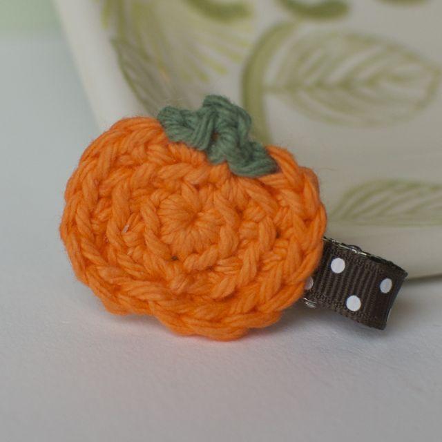 Crocheted pumpkin hair clip--I need to learn!!