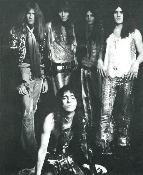 Alice Cooper Group durante una sesión de fotos del 'Easy Action', 1970