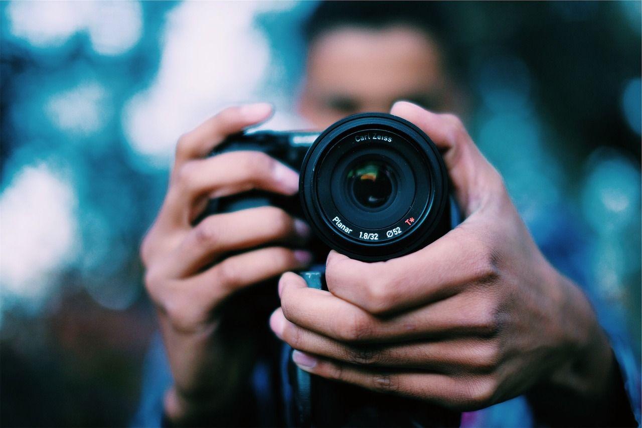 Cara Memegang Kamera Dengan Benar Fotografer Fotografi Peralatan Fotografi