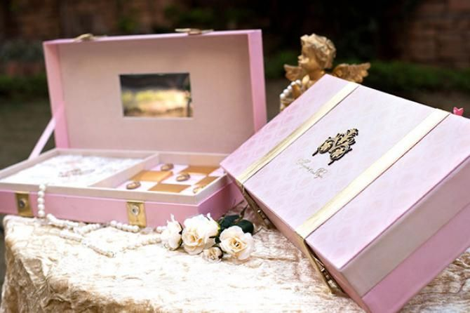 Best Designers In Delhi For Luxurious And Elegant Wedding Cards Bollywoodshaadis Com Indian Wedding Invitations Wedding Cards Cheap Wedding Invitations