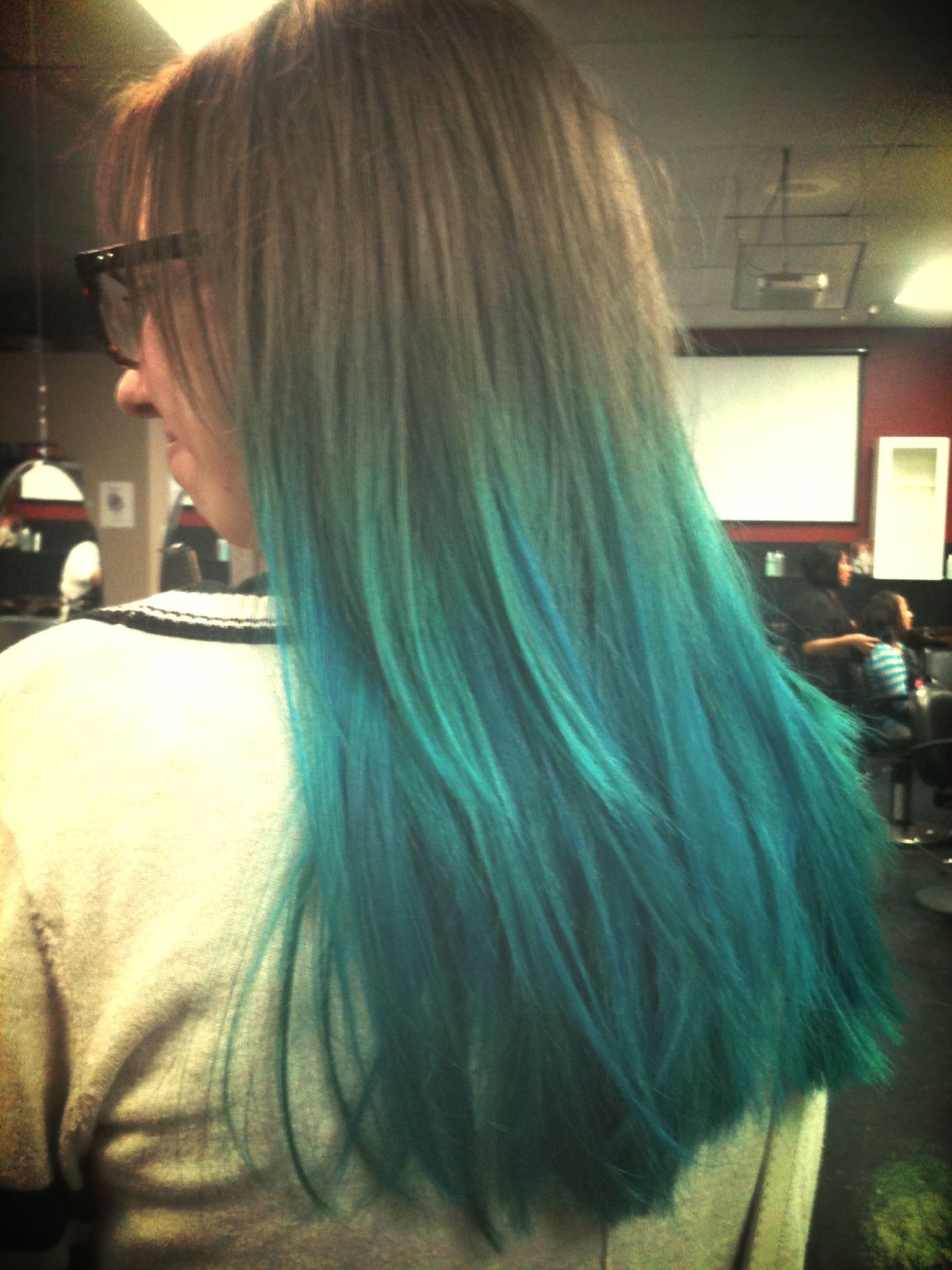 Teal ombre bleach used to create the ombré was the sallyus ion
