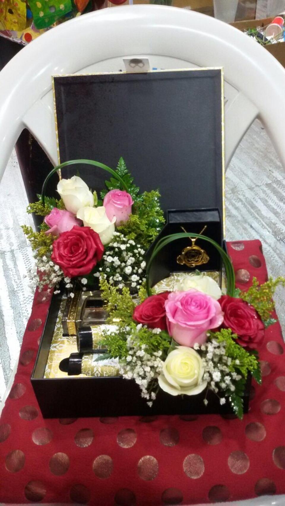 ورد الشوق Flower Shop Table Decorations Decor Flower Shop