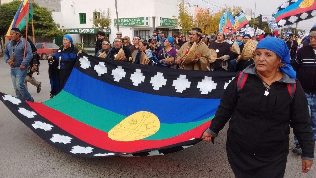 Masiva marcha de pueblos originarios contra el nuevo Código de Tierras