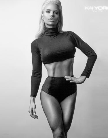 Holly willoughby modelling nude, hustler porno dvd