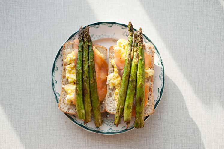 Yummy! Looks like scrambled eggs, lox, and asparagus on focaccia bread but I can't find the recipe =/