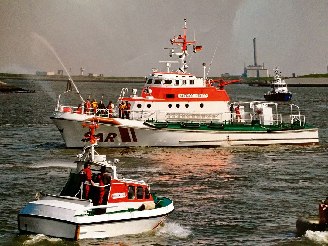 Pin Von Olli ʉȵbᶒlįɇѷᾳƃịɘ ħoʈ0ᵴ Auf Dgzrs Die Seenotretter Borkum Schiff See