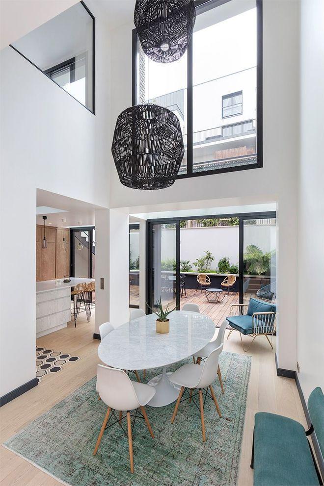 La Salle A Manger S Offre Une Double Hauteur Deco Maison Interieur Maison Deco Maison Moderne